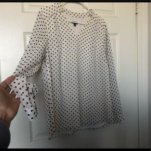 Beautiful Talbots Polka Dot V-neck top blouse Sz L
